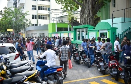People queue up outside Iskandhar School and Arabiyya School, in Male', during the Maldivian Democratic Party parliamentary primaries. PHOTO: AHMED NISHAATH/MIHAARU