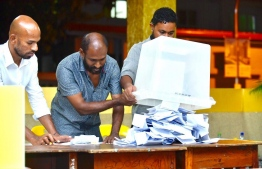 Officials counting the votes of Meedhoo, Addu Atoll polling booth stationed in capital Male City. PHOTO: AHMED NISHAATH/MIHAARU