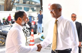President Ibrahim Mohamed Solih (R) shakes hands with Minister of Home Affairs Imran Abdulla. FILE PHOTO/MIHAARU