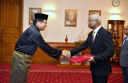 The newly appointed Malaysian Ambassador to Maldives Tan Yang Thai presents his credentials to President Ibrahim Mohamed Solih. PHOTO: PRESIDENT'S OFFICE