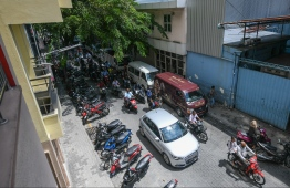 Traffic on a road in the capital city of Male'. PHOTO: HUSSAIN WAHEED/ MIHAARU