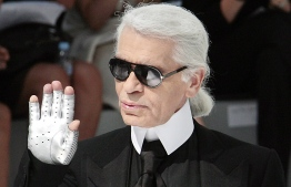 German designer Karl Lagerfeld acknowledges the public at the end Chanel Fall-Winter 2009 Haute Couture collection show in Paris on July 1, 2008. AFP PHOTO FRANCOIS GUILLOT (Photo by FRANCOIS GUILLOT / AFP)