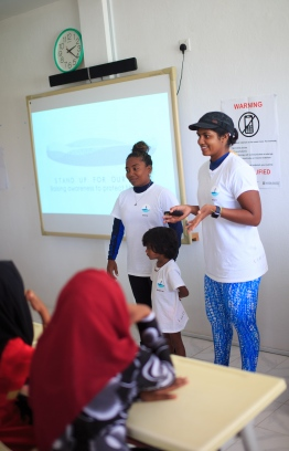 Shaziya and Dhafeena introduce the team to Thulhadhoo islanders. PHOTO: JAMES APPLETON PHOTOGRAPHY / STAND UP FOR OUR SEAS.