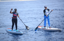 Stand Up For Our Seas Team paddling towards Finolhu Maldives. PHOTO: JAMES APPLETON PHOTOGRAPHY/ STAND UP FOR OUR SEAS