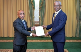 President Ibrahim Mohamed Solih presents the letter of appointment to Commission member Habeeb during a ceremony held at the President's Office. PHOTO: PRESIDENT'S OFFICE
