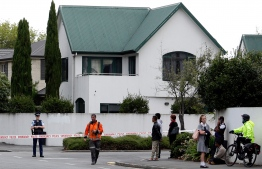 Police cordon off the area in front of the Masjid al Noor mosque after a shooting incident in Christchurch on March 15, 2019. - Attacks on two Christchurch mosques left at least 49 dead on March 15, with one gunman -- identified as an Australian extremist -- apparently livestreaming the assault that triggered the lockdown of the New Zealand city. (Photo by Tessa BURROWS / AFP)