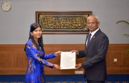 President Solih giving Visam her official credentials. PHOTO: PRESIDENT OFFICE