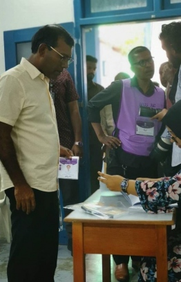 Former President Mohamed Nasheed preparing to cast his vote. PHOTO: MALDIVIAN DEMOCRATIC PARTY (MDP)