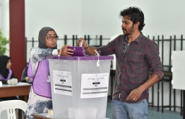 A man casts his ballot during the Parliamentary Election 2019. PHOTO: NISHAN ALI / MIHAARU