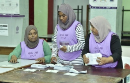 Election officials count ballots after polling closes in the 2019 Parliamentary Election 2019. PHOTO: NISHAN ALI / MIHAARU