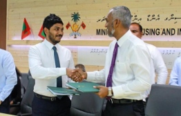 Zahid Rameez (L) and former Minister of Housing and Infrastructure Dr Mohamed Muizzu. PHOTO: MIHAARU