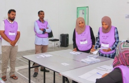 Polling officials counting votes cast in the by-election for Filladhoo Council. PHOTO: MOHAMED YAMEEN/ MIHAARU