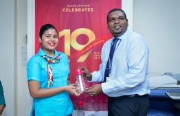 Island Aviation Services (IAS) presents reusable water bottles to staff as the company commences a ban on single-use plastics on its 19th anniversary. PHOTO: NISHAN ALI/MIHAARU