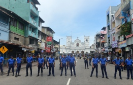 Sri Lankan security personnel keep watch outside the church premises following a blast at the St. Anthony's Shrine in Kochchikade, Colombo on April 21, 2019. - Explosions have hit three churches and three hotels in and around the Sri Lankan capital of Colombo, police said on April 21. (Photo by ISHARA S.  KODIKARA / AFP)