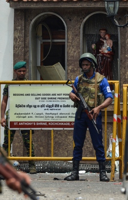 Sri Lankan security personnel keep watch outside the church premises following a blast at the St. Anthony's Shrine in Kochchikade in Colombo on April 21, 2019. - At least 137 people were killed in Sri Lanka on April 21, police sources told AFP, when a string of blasts ripped through high-end hotels and churches as worshippers attended Easter services. (Photo by ISHARA S. KODIKARA / AFP)