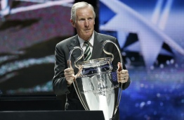 (FILES) In this file photo taken on August 29, 2013 Scottish former football player Billy McNeill arrives with the Champions League trophy during the UEFA 2013/2014 Champions League group stage draw in Monaco. - Former Celtic captain Billy McNeill, the skipper of the 'Lisbon Lions' side that became the first British team to win the European Cup in 1967, has died aged 79, his family announced on the club's website on April 24, 2019. (Photo by Valery HACHE / AFP)