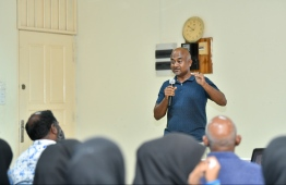 "Renowned goal keeper and coach Mauroof Ahmed (Maattey) speaking in the first ""Champion's Talk"" held in Kaafu Atoll Education Centre. PHOTO: HUSSAIN WAHEED / MIHAARU"