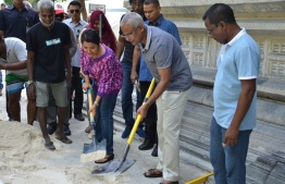 President Ibrahim Mohamed Solih and Minister of Arts, Culture and Heritage laying fresh white sand in the courtyard of Friday Mosque. PHOTO: MINISTRY OF ARTS, CULTURE AND HERITAGE