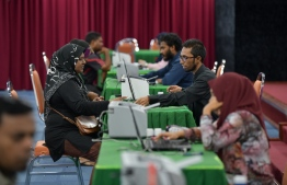 Officials of Ministry of Islamic Affairs collecting Fitr zakat payments for this Ramadan. Over MVR 2.3 million has been collected from the Greater Male' region so far. PHOTO: HUSSAIN WAHEED / MIHAARU