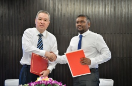Economic Minister Fayyaz Ismail and Minister Zhang Mao from China's State Administration for Market Regulation (SAMR). PHOTO: HUSSAIN WAHEED/ MIHAARU