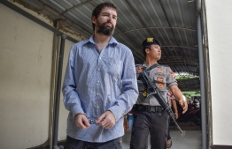 Frenchman Felix Dorfin (L) arrives at a court in Mararam on the resort island of Lombok on May 20, 2019. - An Indonesian court on May 20 sentenced Frenchman Felix Dorfin to death for drug smuggling, in a surprise verdict after prosecutors asked for a 20-year jail term. (Photo by ARSYAD ALI / AFP)