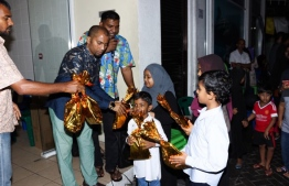 June 4, 2019, Male' City: People give out gifts to children on the occasion of Eid al-Fitr, at the Gaakoshi flats.