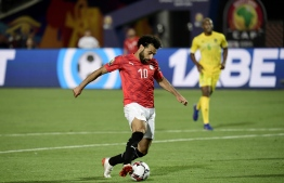 Egypt's forward Mohamed Salah drives the ball during the 2019 Africa Cup of Nations (CAN) football match between Egypt and Zimbabwe at Cairo International Stadium on June 21, 2019. (Photo by JAVIER SORIANO / AFP)