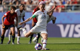 United States' forward Megan Rapinoe scores a goal during the France 2019 Women's World Cup round of sixteen football match between Spain and USA, on June 24, 2019, at the Auguste-Delaune stadium in Reims, northern France. (Photo by Lionel BONAVENTURE / AFP)