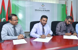 Minister of Health Abdulla Ameen (C) at the signing ceremony. PHOTO: NISHAN ALI / MIHAARU