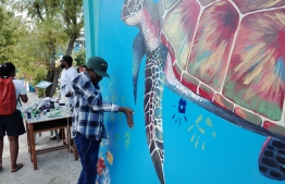 Hand-printing the pledge to keep our oceans clean. PHOTO: ABDULLA JUMAN MOHAMED.