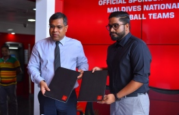 Bank of Maldives Deptuy CEO Mohamed Shareef and FAM's Presideng Bassam Adeel Jaleel. PHOTO: BANK OF MALDIVES