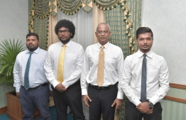 President Ibrahim Mohamed Solih with the members of Meedhoo Island Council, Dhaalu Atoll. PHOTO: PRESIDENT'S OFFICE