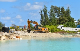 Ongoing dredging to convert the former Hulhule'-Hulhumale link road back into the lagoon of VIA. PHOTO: HUSSAIN RASHEED / MIHHARU