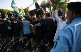 "Pakistani riot policemen prevent protesters as they try to reach the Indian High Commission during a protest rally in Islamabad on August 15, 2019, as the country observes a 'Black Day' on India's Independence Day over the recent move to strip Indian-administered Kashmir of its autonomy. - Indian Prime Minister Narendra Modi hailed on August 15 his ""path-breaking"" move to strip Kashmir of its autonomy, as his Pakistani counterpart warned of possible ""ethnic cleansing"". (Photo by AAMIR QURESHI / AFP)"