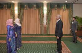President Ibrahim Mohamed Solih (R) appoints Aishath Athiya Naseer as State Minister of Education, and Zilfeena Hassan as State Minister of Gender, Family and Social Services. PHOTO/PRESIDENT'S OFFICE