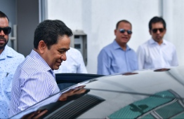 President Abdulla Yameen leaves the Criminal Court after a hearing. PHOTO: HUSSAIN WAHEED / MIHAARU