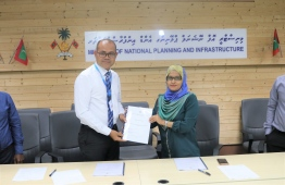 Maldives Transport and Contracting Company (MTCC) CEO Hassan Shah and Director General of the Ministry of National Planning and Infrastructure, Fathmath Shaana Faarooq after signing the agreements for harbour development. PHOTO: MINISTRY OF NATIONAL PLANNING AND INFRASTRUCTURE
