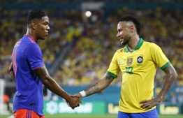 Brazil's foward Neymar Jr. (R) shake hands with Colombia's foward Orlando Berrio (L) during their international friendly football match between Brazil and Colombia at Hard Rock Stadium in Miami, Florida, on September 6, 2019. (Photo by RHONA WISE / AFP)
