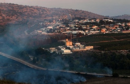 This picture taken on September 1, 2019 from a location near the southern Lebanese village of Maroun al-Ras, close to the border with Israel, shows smoke rising from fires along the border with Israel on the Lebanese side following an exchange of fire, with the northern Israeli town of Avivim in the background. - Israel and Hezbollah exchanged fire along the Lebanese border on September 1 after a week of rising tensions, but no casualties were reported following the brief flare-up and UN officials immediately urged restraint. (Photo by Mahmoud ZAYYAT / AFP)