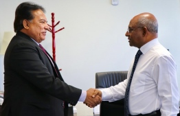 Minister of Foreign Affairs Abdulla Shahid meets Sri Lankan Ambassador to Maldives Retired Major General A.B. Thoradeniya. PHOTO: MINISTRY OF FOREIGN AFFAIRS