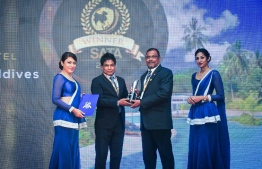 Resort Manager of Equator Village Mohamed Waheed (C-R) receiving the award at the banquet. PHOTO: SOUTH ASIAN TRAVEL AWARDS