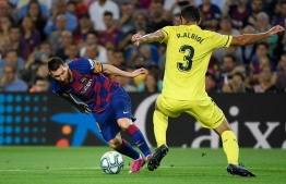Barcelona's Argentine forward Lionel Messi (L) vies with Villarreal's Spanish defender Raul Albiol and Villarreal's Spanish defender Pau Torres during the Spanish league football match between FC Barcelona and Villarreal CF at the Camp Nou stadium in Barcelona, on September 24, 2019. (Photo by LLUIS GENE / AFP)
