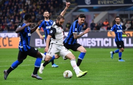Juventus' Argentinian forward Gonzalo Higuain (C) shoots to score during the Italian Serie A football match Inter vs Juventus on October 6, 2019 at the San Siro stadium in Milan. (Photo by Alberto PIZZOLI / AFP)