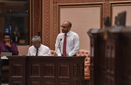 Finance Minister Ahmed Ameer addressing parliament.  PHOTO: MOHAMED YAAMEEN/ MIHAARU.
