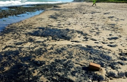 "Handout picture released by the Brazilian Institute of Environment and Renewable Natural Resources (IBAMA) on October 7, 2019, showing oil spilled on Pontal de Coruripe beach in the municipality of Coruripe, Alagoas state, Brazil. - Brazil's President Jair Bolsonaro said on October 7 that the mysterious oil stains that appeared on 132 beaches in northeastern Brazil haver their origin in another country, wihtout mention which one. (Photo by HO / IBAMA / AFP) / RESTRICTED TO EDITORIAL USE - MANDATORY CREDIT ""AFP PHOTO / IBAMA"" - NO MARKETING - NO ADVERTISING CAMPAIGNS - DISTRIBUTED AS A SERVICE TO CLIENTS"