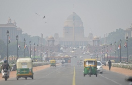 Heavy air pollution is pictured around Rashtrapati Bhavan and government buildings in New Delhi on October 15, 2019. - New Delhi banned the use of diesel generators on October 15 as pollution levels in the Indian capital exceeded safe limits by more than four times. (Photo by Sajjad HUSSAIN / AFP)