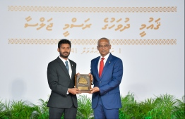 President Solih presents National Award of Recognition to Ibrahim Shiuree, in the field of sports and promoting professional sportsmanship. PHOTO: HUSSAIN WAHEED / MIHAARU