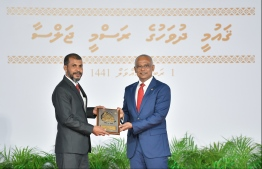 President Solih presents National Award of Recognition to Mohamed Shakir Abdulla, in the area of disseminating news and information. PHOTO: HUSSAIN WAHEED / MIHAARU