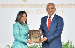 President Solih presents National Award of Recognition to Aishath Shareefa, for her contributions in the area of hair care and beauty. PHOTO: HUSSAIN WAHEED / MIHAARU