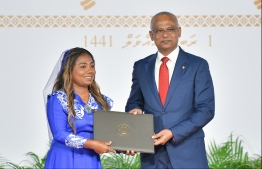 President Solih presents National Award of Recognition to Shaziya Saeed, for her contributions in the field of diving. PHOTO: HUSSAIN WAHEED / MIHAARU